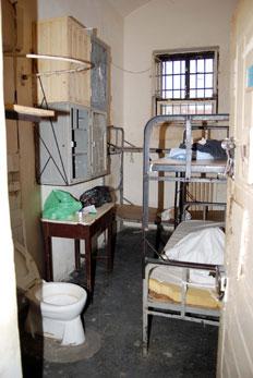 Börtön cella