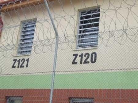 Börtön fal